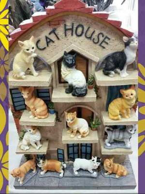 Kit Con 12 Gatitos Y Casa - Figura De Resina Gatos