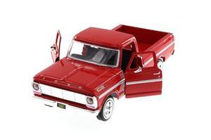Motor Max 1:24 Classics  Ford F-100 Pickup Truck Roja