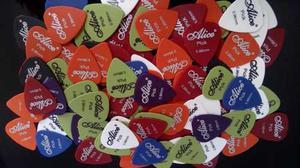 Paquete Con 100 Puas Para Guitarra O Bajo 0.96 Envio Gratis!