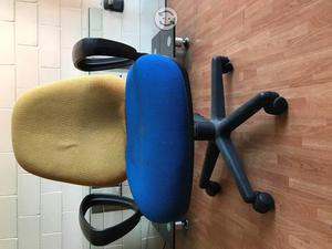 Silla alta giratoria excelentes condiciones posot class for Silla escritorio alta