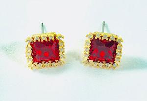Aretes Rojos De Oro Laminado Con Fino Cristal Swarovski.
