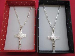 2 Dijes Cruz De San Benito Con Cadenas Plata Fina.925