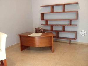 Ropero y escritorio de madera