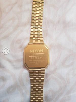 Reloj nixon robot rock dorado