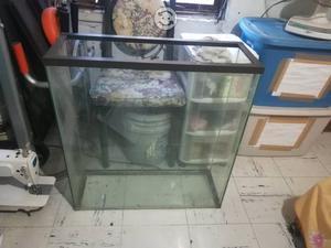 Pecera de cristal para 80 litros en buen estado