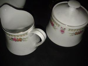 Hermosa vajilla de porcelana para 12 personas