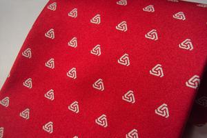 Corbata para caballero con logotipo
