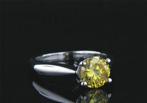 Anillo Con Diamante Cultivado Amarillo De 100 Pt. En Oro 14k