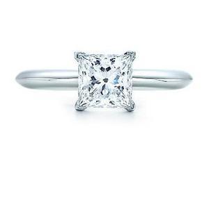 Anillo Con Diamante Cultivado De.30 Ct. En Oro De 18k.