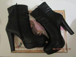 BOTAS DE PIEL MARCA CKLASS NUEVAS y Zapatos Andrea