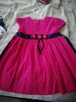 Se vende ropa para niñas