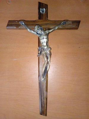 Cristo En Cruz De Madera De Olivo Hecho En Italia.