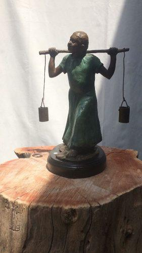 Escultura De Bronce Niña Acarreando Agua De Fco Ramirez Dom