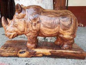 Escultura De Rinoceronte Tallada En Madera De Huanacastle