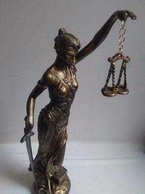 Escultura Diosa De La Justicia Color Oro Viejo De 55cm