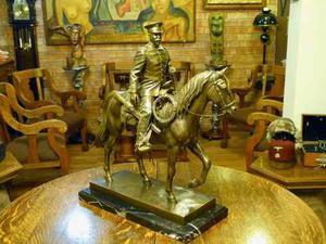Escultura Ecuestre De Pancho Villa Uniformado En Bronce