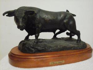 Escultura En Bronce De Toro De Lidia
