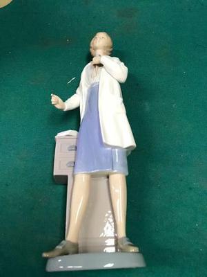 Figura De Porcelana Lladro Nao Doctora Original