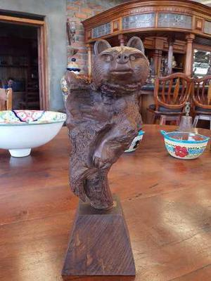 Fina Escultura De Oso En Madera De Nogal Estilo Antiguo.