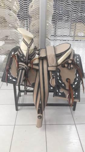 Montura Charra O Silla Para Caballo Cuadrada Beige