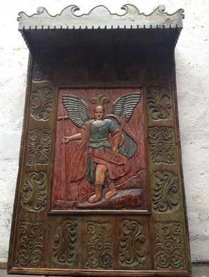 Retablo De Madera, Tallado Con San Miguel