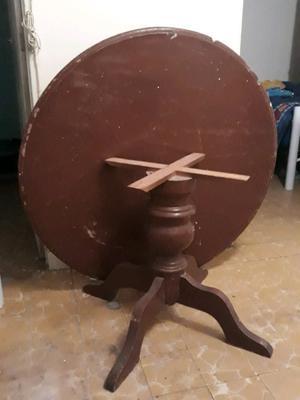 Mesa circular de madera