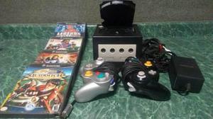 Nintendo Game Cube Con 5 Juegos (1 Sin Caja) Y 2 Controles