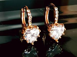 Aretes Corazon Cristal Swarovski Y Oro Laminado 18k.