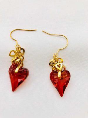 Aretes De Corazón Rojo Cristal Swarovski Y Oro Lam. 18k.