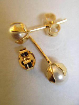 Aretes Perlas Petalo Chapa De Oro De 22k