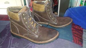Se venden zapatos varios talla 6