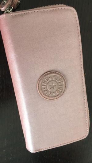 Vendo cartera para mujer, marca Kipling, nueva tempirada