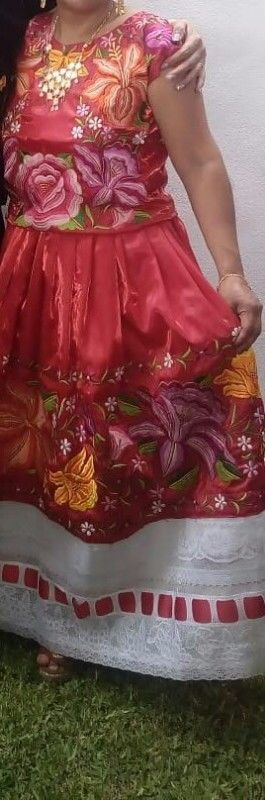vendo hermosisimo traje de tehuana bordado a maquina en