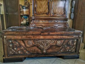 Baúl para pie de cama fabricado en madera y metal