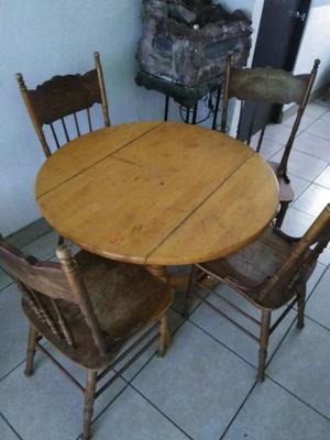 Comedor de 4 sillas, mesa de centro y mesa esquinera.