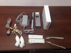 Nintendo Wii Con 2 Controles, 2 Nunchucks Y 3 Juegos Gratis