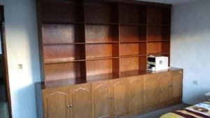 Se vende librero en madera de caoba