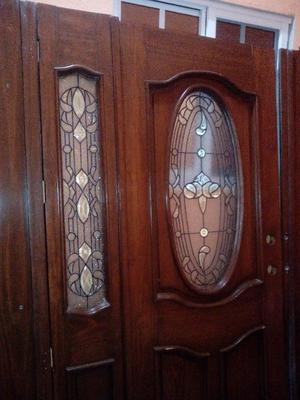 Venta de puerta de madera con vitral