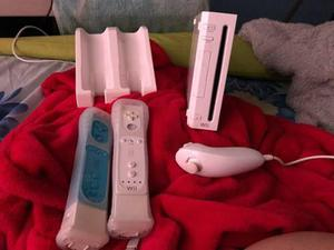 Wii Con Dos Controles Y Teclado Incluido.