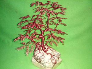 Centro de mesa de árbol bonsái en alambre