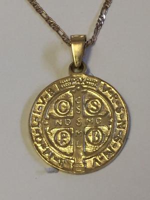 Medallas de san Benito en oro laminado