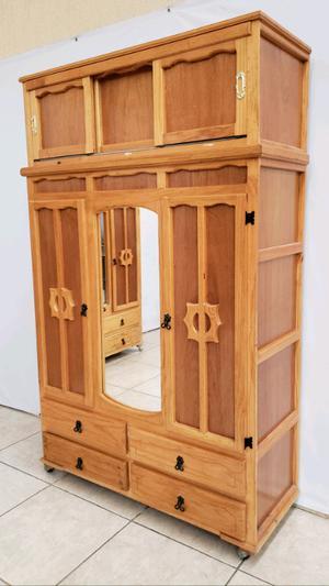 Ropero de madera