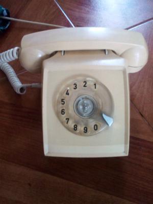 Teléfono de disco antiguo