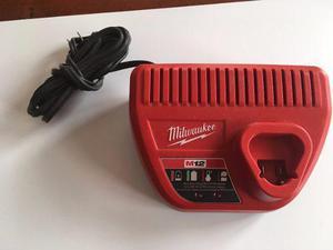 Cargador De Baterias Pilas Milwaukee 12v + 2 Baterias Litio
