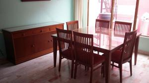 Comedor c/6 sillas y trinchador de madera en muy buen estado
