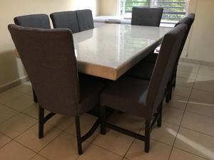 Fino Comedor de Granito 8 sillas