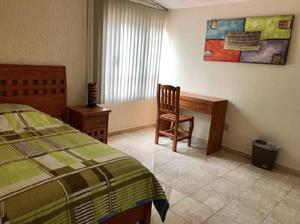 Rento habitación amueblada para mujer MÉDICO estudiante a