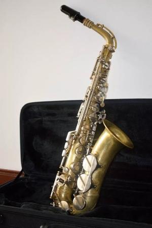 Saxofón Amati Superclassic