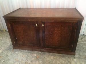 Mueble resistente de madera pino barnizado