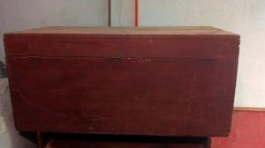 Baul antiguo de madera